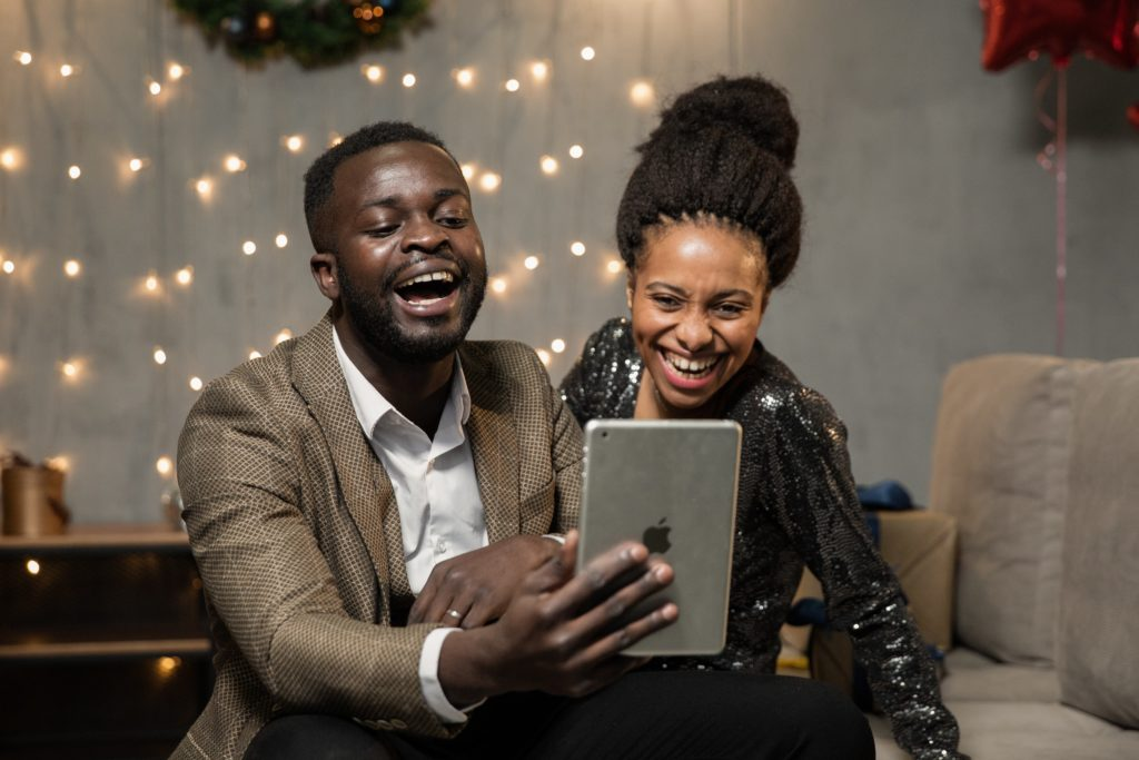 Cancer Man and Taurus Woman: couple laughing while clicking a selfie