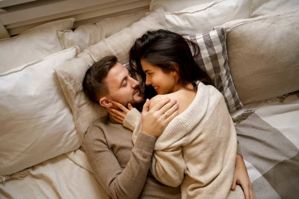 Gemini-Woman-and-Capricorn-Man: couple lying cozily in bed