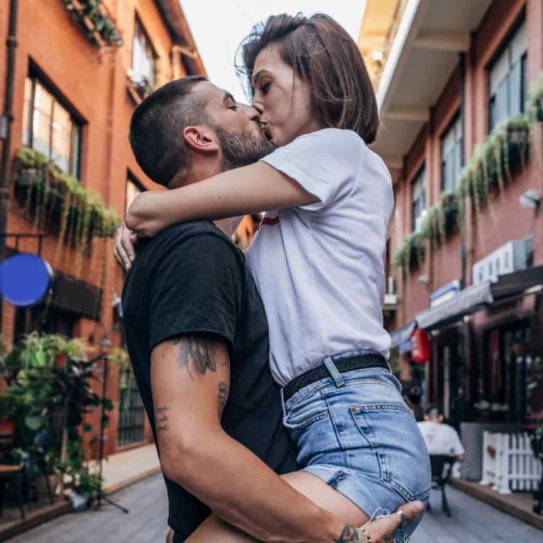 Libra-Woman-and-Capricorn-Man: couple kissing outdoors