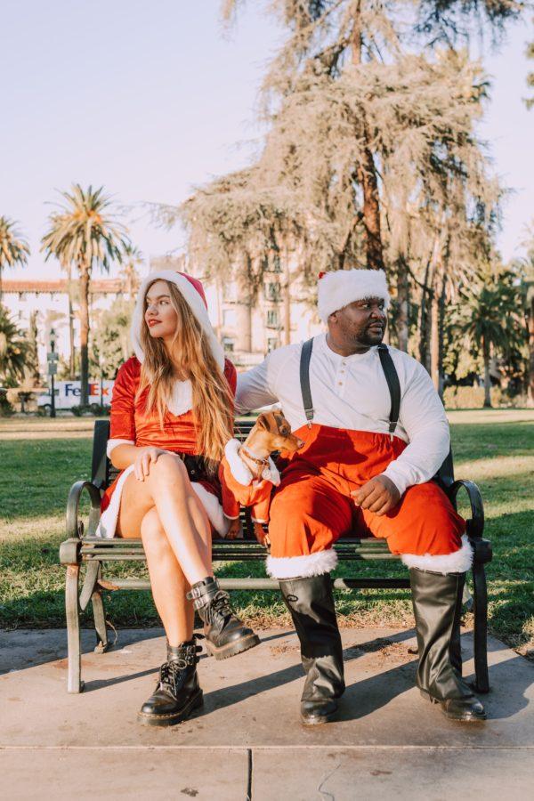 Gemini woman and Taurus man: couple sitting on park bench