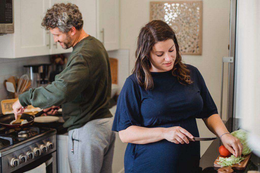 Virgo-man-Sagittarius-woman: couple working in kitchen together